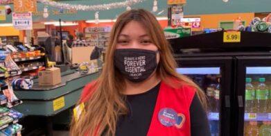 """Más ciudades de la Costa Oeste ordenan """"Pago de Héroe"""" para empleados de supermercados"""